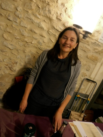 Éternellement souriante ma vigneronne... Photo : MichelSmith