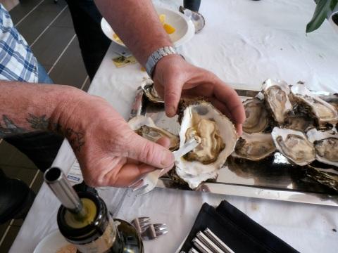 """Les huîtres """"joufflues"""" de Leucate en guise d'apéro. Photo©MichelSmith"""