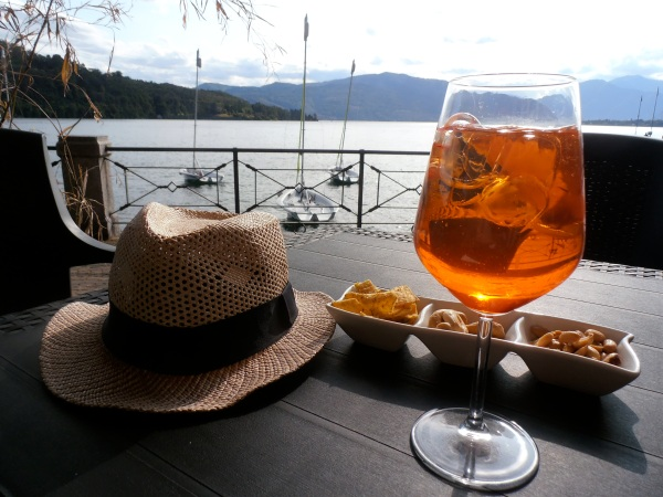 L'heure du Spritz au bord du lac. Photo©MichelSmith