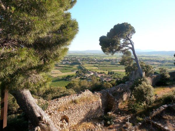 La vue sur les Terrasses du Larzac à partir des ruines du Castellas. Photo©MichelSmith