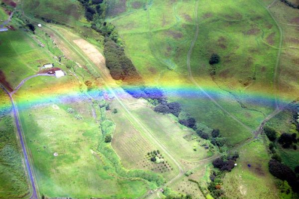 800px-Rainbow_from_the_air2