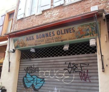 La moitié des commerçants ferment le Dimanche. Photo©MichelSmith