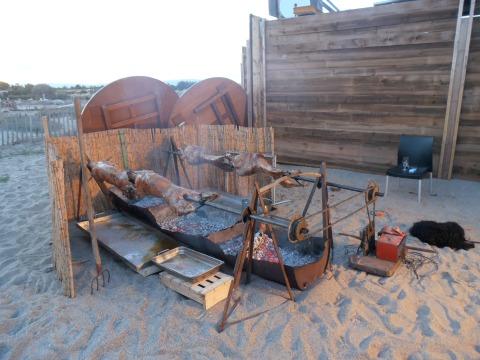 Méchoui de fin de saison au Zaza Club, sur la plage de Toreilles. Photo©MichelSmith