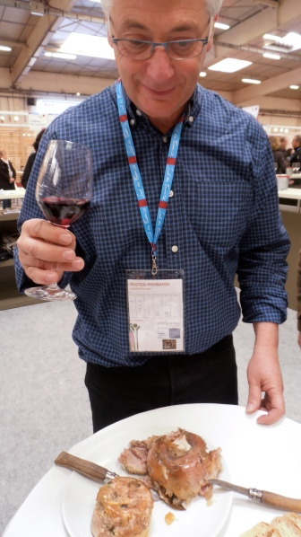 De bien curieux vignerons. Photo©MichelSmith