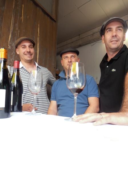 En cadrant leur camarade Fabrice Magniez, de gauche à droite, Benoît et Sébastien Danjou. Photo©MichelSmith