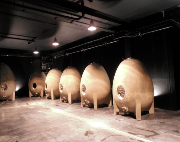 La question ne devrait pas se poser non plus pour les vins vinifiés dans des oeufs, comme ici chez Jérémie Mourat en Vendée. Photo©MichelSmith