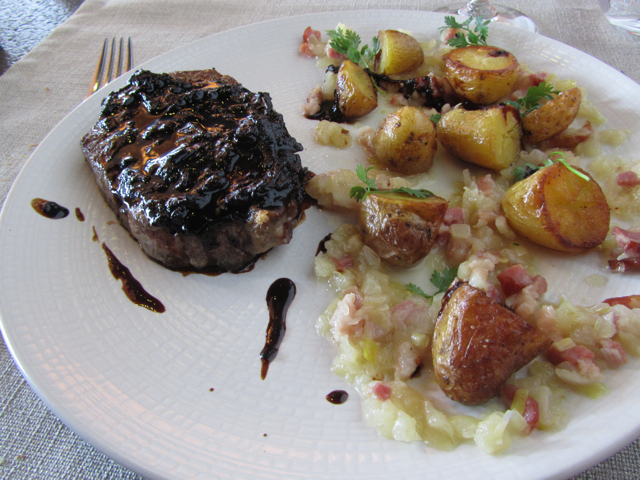 My very good entrecôte cooked just I ordered.