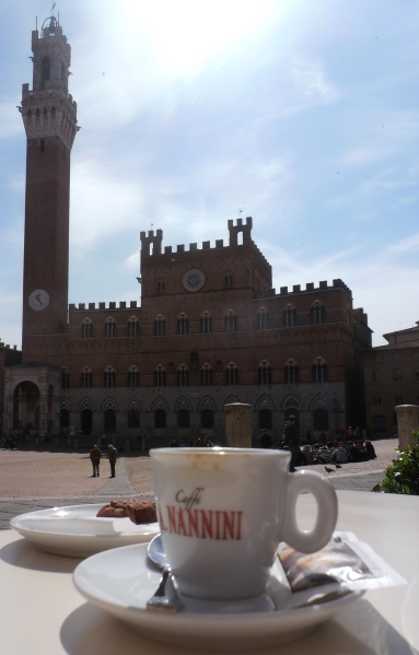 Pour finir en beauté, le caffè servi sur la Piazza del Campo. Photo©Michel Smith