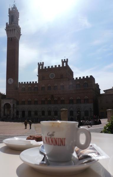 Pour finir en beauté, le caffè servi sur la Piazza del Campo. Photo©Michel Smith