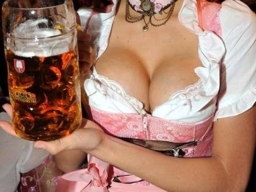 oktoberfest-girls-cleavage-boobs-27
