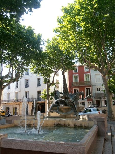 La pieuvre et les dauphins, place de la Mairie à Sète. Photo©Michelmith