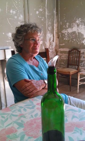 Colette, la soeur de Pierre, s'occupe de la logistique.