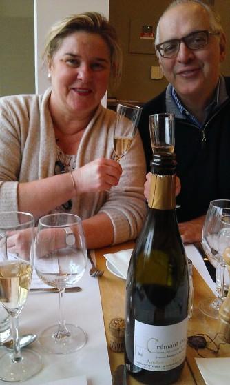 Isabelle et Alain, deux amis retrouvés et venus avec leur vin. Photo©MichelSmith