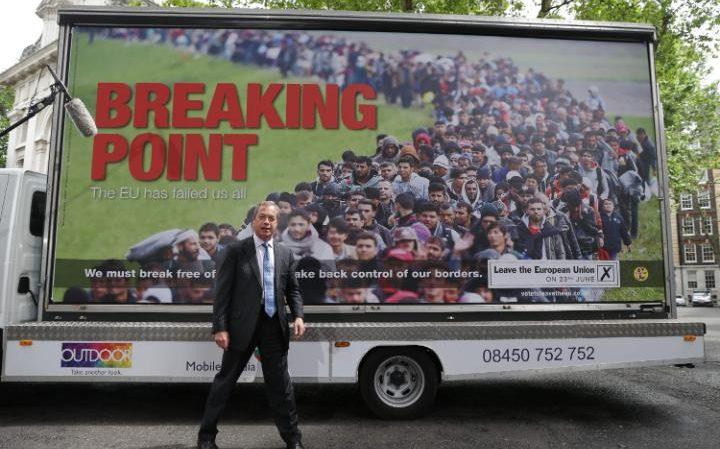 Farage_addresses_the_media_during_a_national_poste-large_trans++jJeHvIwLm2xPr27m7LF8mTWU-KwRaHvlaJXY1texVLQ