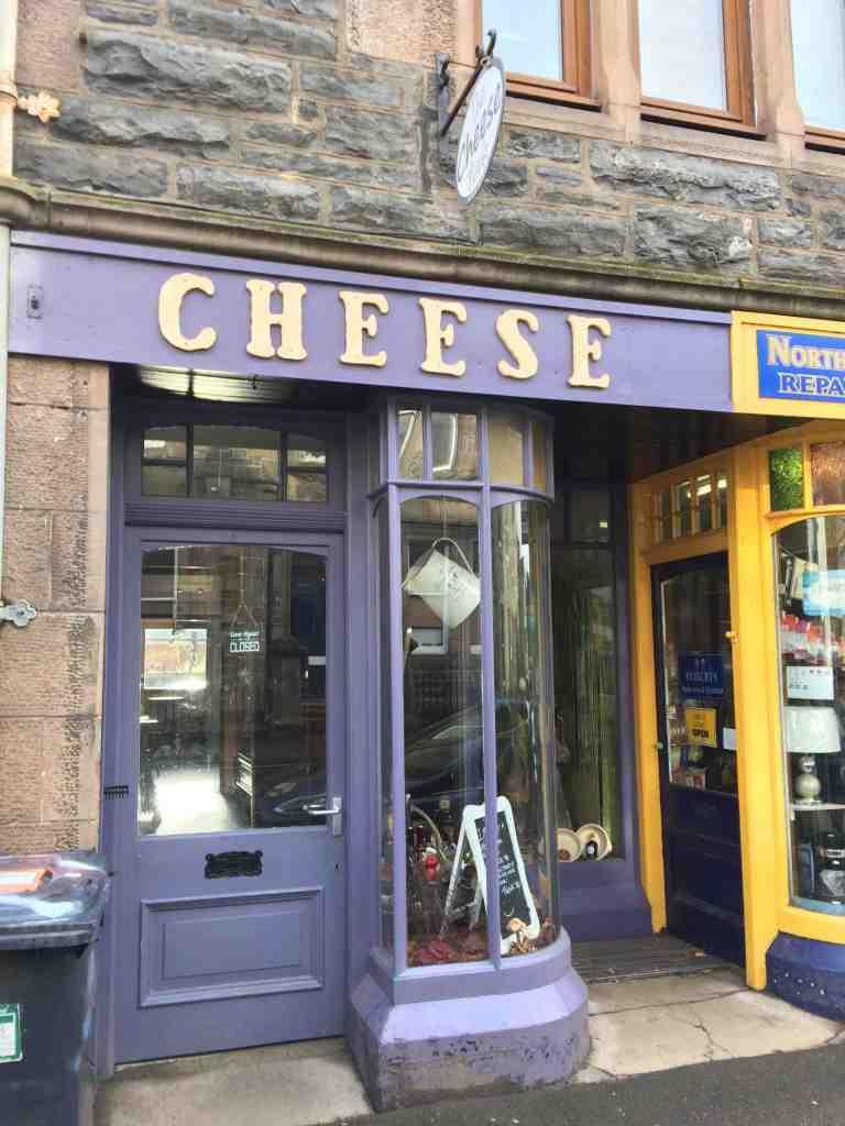 Cette image a un attribut alt vide; le nom du fichier est cheese-shop.jpg